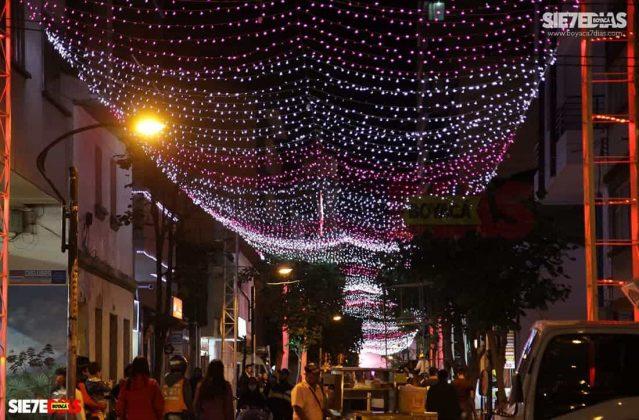 Las principales vías también fueron decoradas en varias navidades para ambientar estas memorables fechas. Foto: Luis Lizarazo / archivo Boyacá Siete Días.