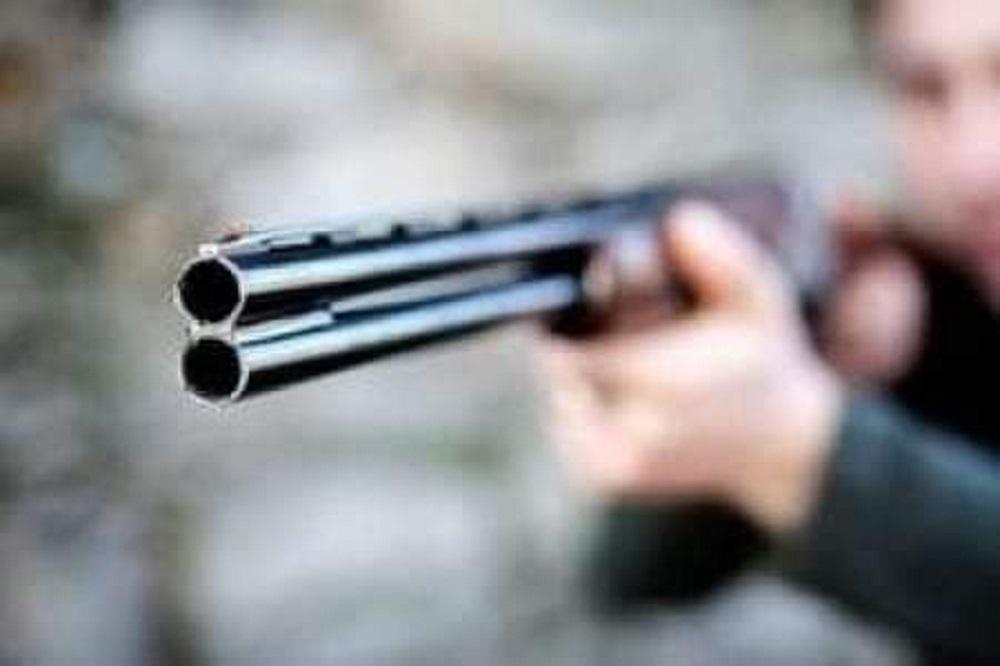 Con una escopeta y un changón, cuatro delincuentes amenazaron a dos mujeres en una tienda en Tota y las violaron.  Foto ilustración. Archivo particular