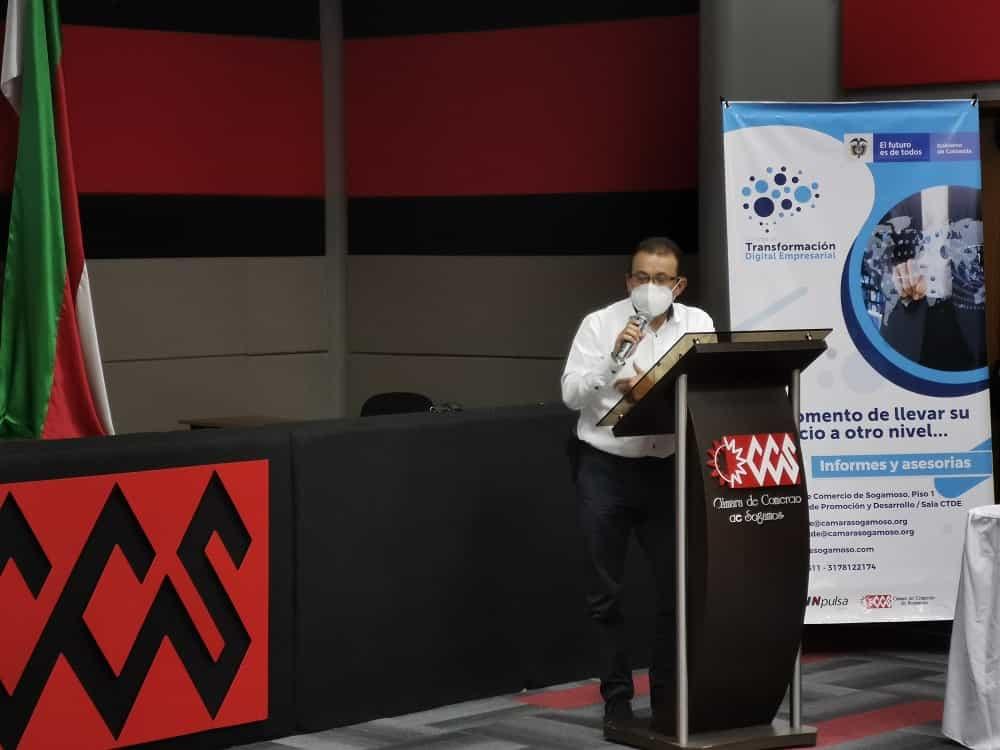El presidente de la Junta Directiva de la Cámara de Comercio de Sogamoso, Miller Alarcón Barrera, expuso las ventajas del CTDE para los empresarios y comerciantes. Foto: CCS.