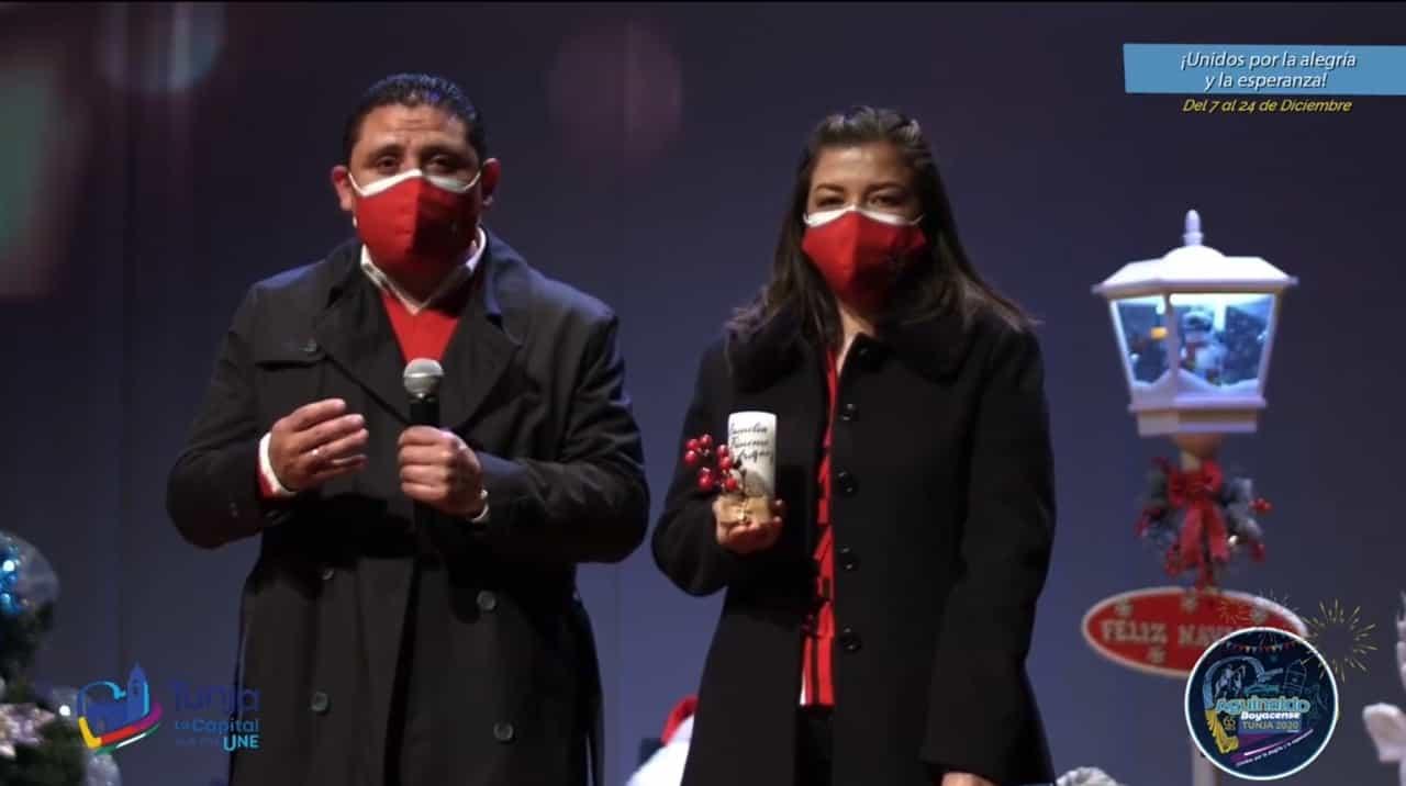 El alcalde de Tunja Alejandro Fúneme y su esposa Gisela Rodríguez en la apertura del encuentro de coros navideños.