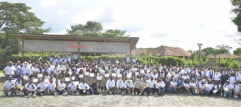 """También 50 jóvenes del Programa """"El Campo Emprende"""" se certificaron como técnicos laborales agropecuarios"""