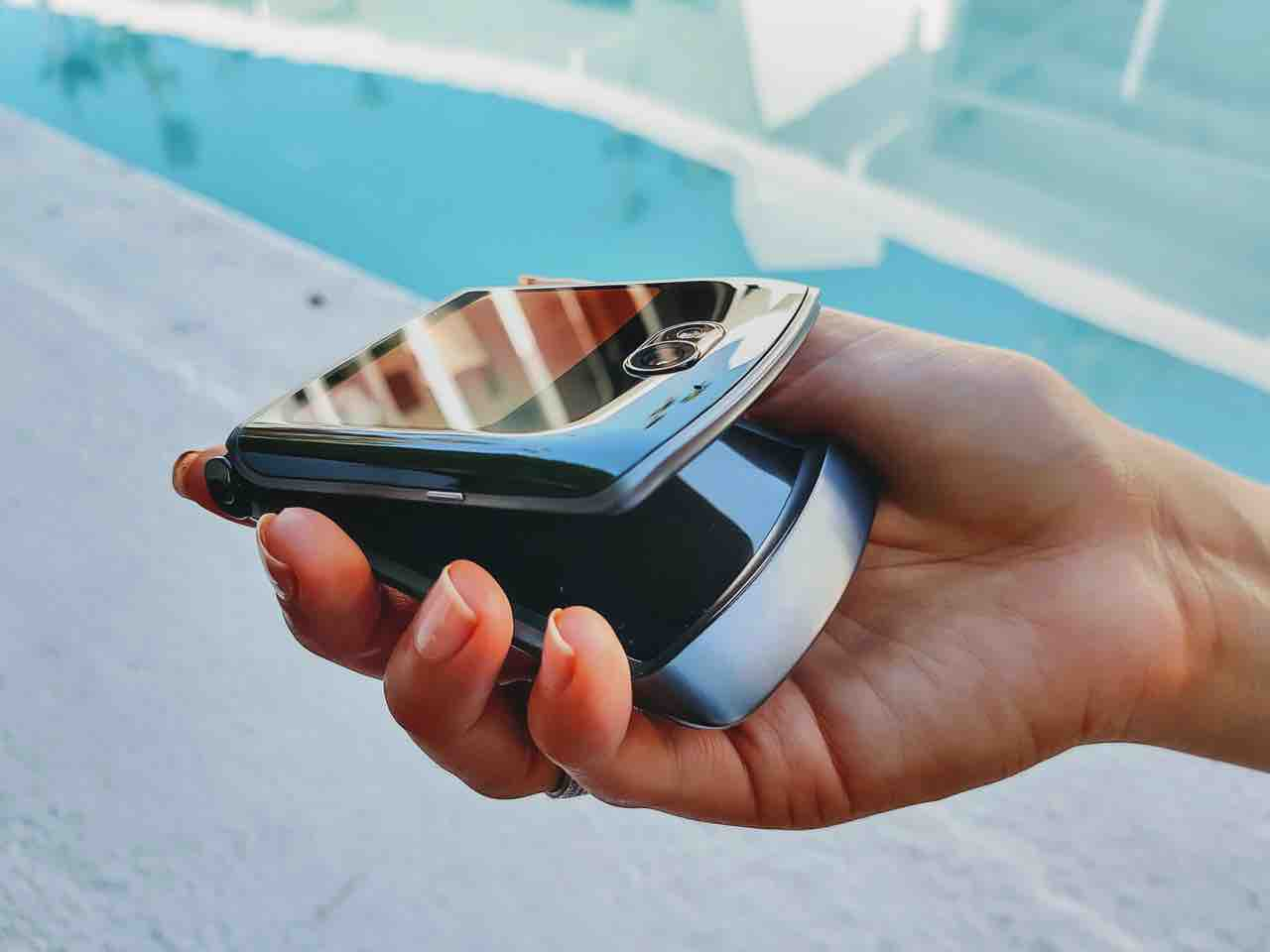 Motorola lanza en Colombia teléfono plegable con características premium para videojuegos y producción de video 2