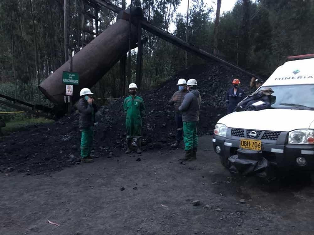 En contra de las recomendaciones de la ANM, familiares y amigos rescatan cuerpo de minero sepultado en mina 2