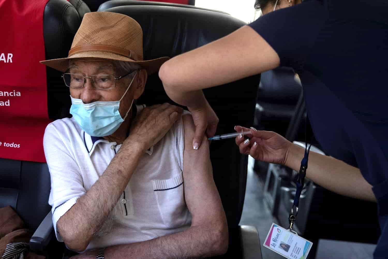 Habilitan líneas telefónicas para agendamiento de adultos de 80 años y más que no hayan sido vacunados 1