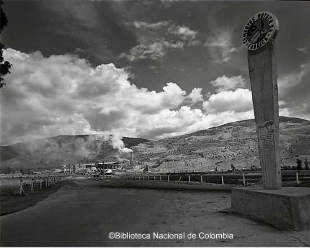 El 14 de julio de 1955 se le dio vida a la sociedad Cementos Boyacá S.A. En 1956 comenzó el montaje de la planta industrial en el municipio de Nobsa. Foto: Biblioteca Nacional de Colombia