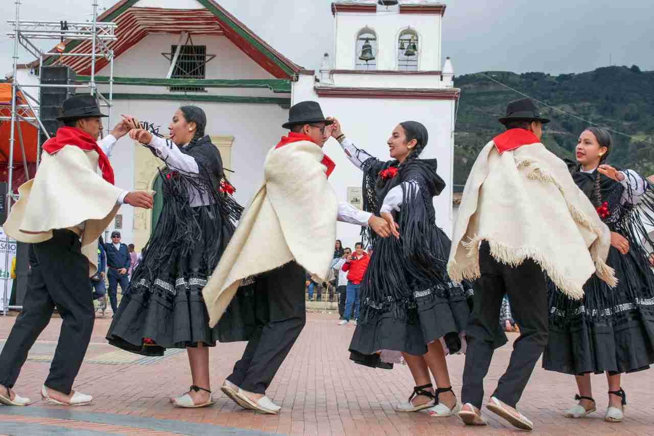 Surrungueando la danza, una perspectiva sobre lo tradicional en Colombia 1