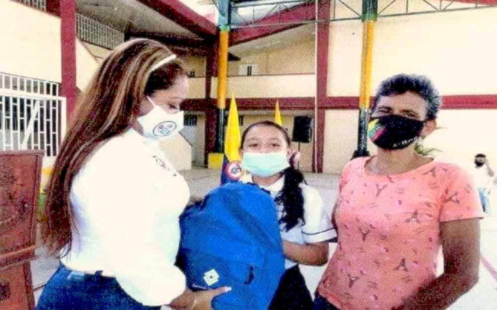 En plan de retorno a clases, estudiantes de Puerto Boyacá recibieron kits escolares 1