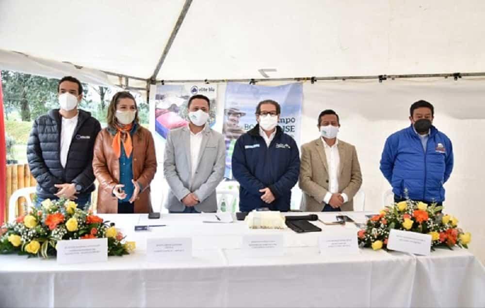 Ceremonia en la que el ministro de Agricultura, Rodolfo Zea Navarro, instaló la Mesa Agroexportadora del departamento de Boyacá. Foto: archivo particular