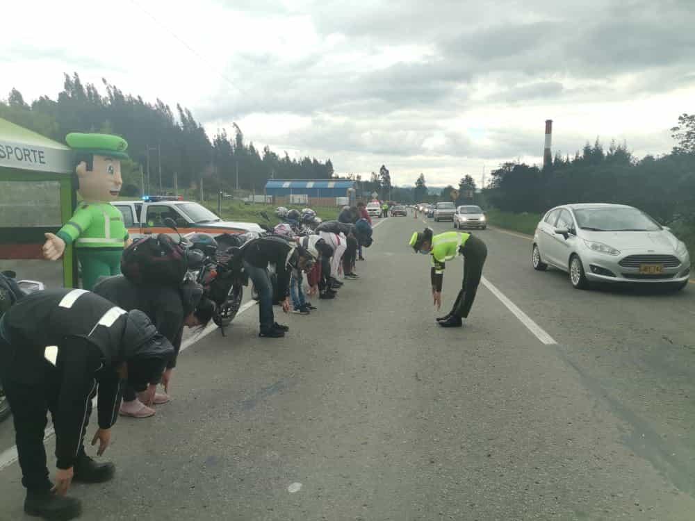 Una particular pausa que realizó la Policía en las carreteras de Boyacá 1