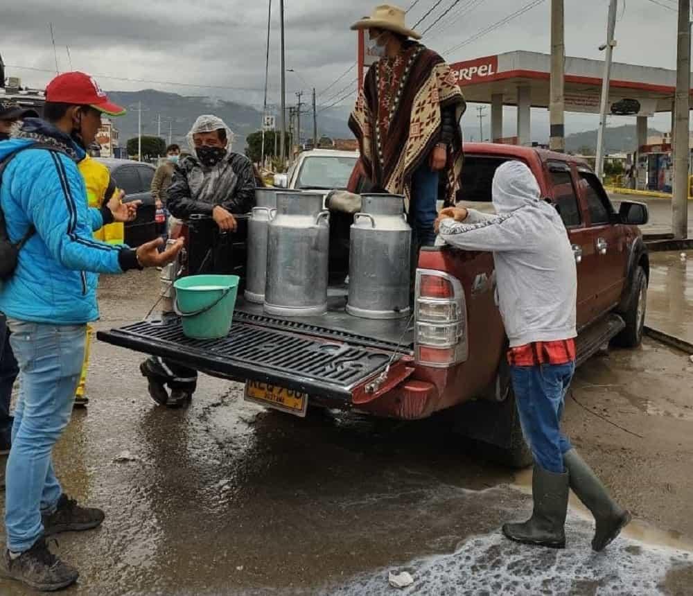 El exalcalde que está regalando leche de municipio en municipio #Tolditos7días 1