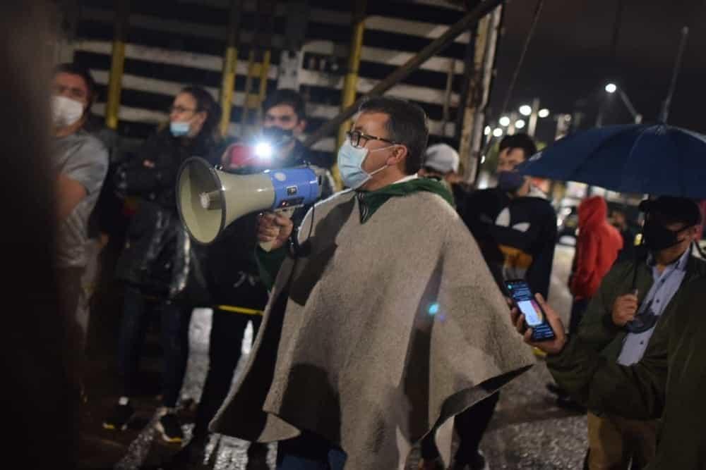 Anoche el alcalde de Sogamoso, Rigoberto Alfonso Pérez, hizo presencia en el sector de Río Chiquito para reiterar que se garantiza el derecho a la protesta. Foto: archivo particular