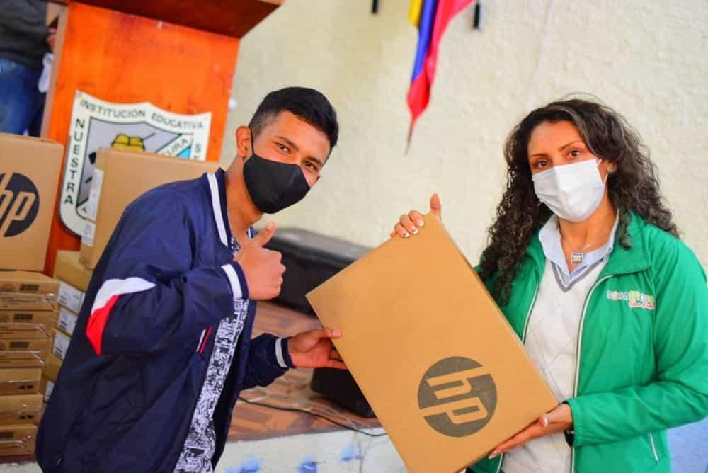 Todos los estudiantes del campo en Sogamoso recibirán computadores, confirma el alcalde #LaEntrevista7días 4