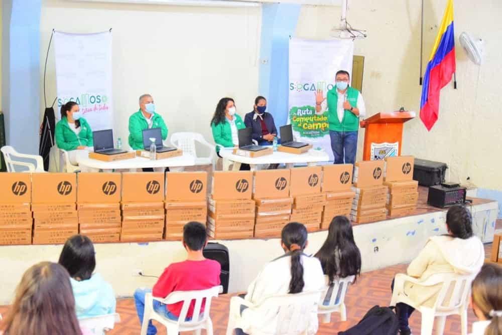 Todos los estudiantes del campo en Sogamoso recibirán computadores, confirma el alcalde #LaEntrevista7días 3