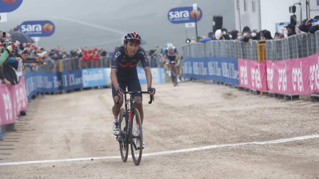 Egan Bernal es líder del Giro de Italia y ganó hoy etapa en Campo Felice