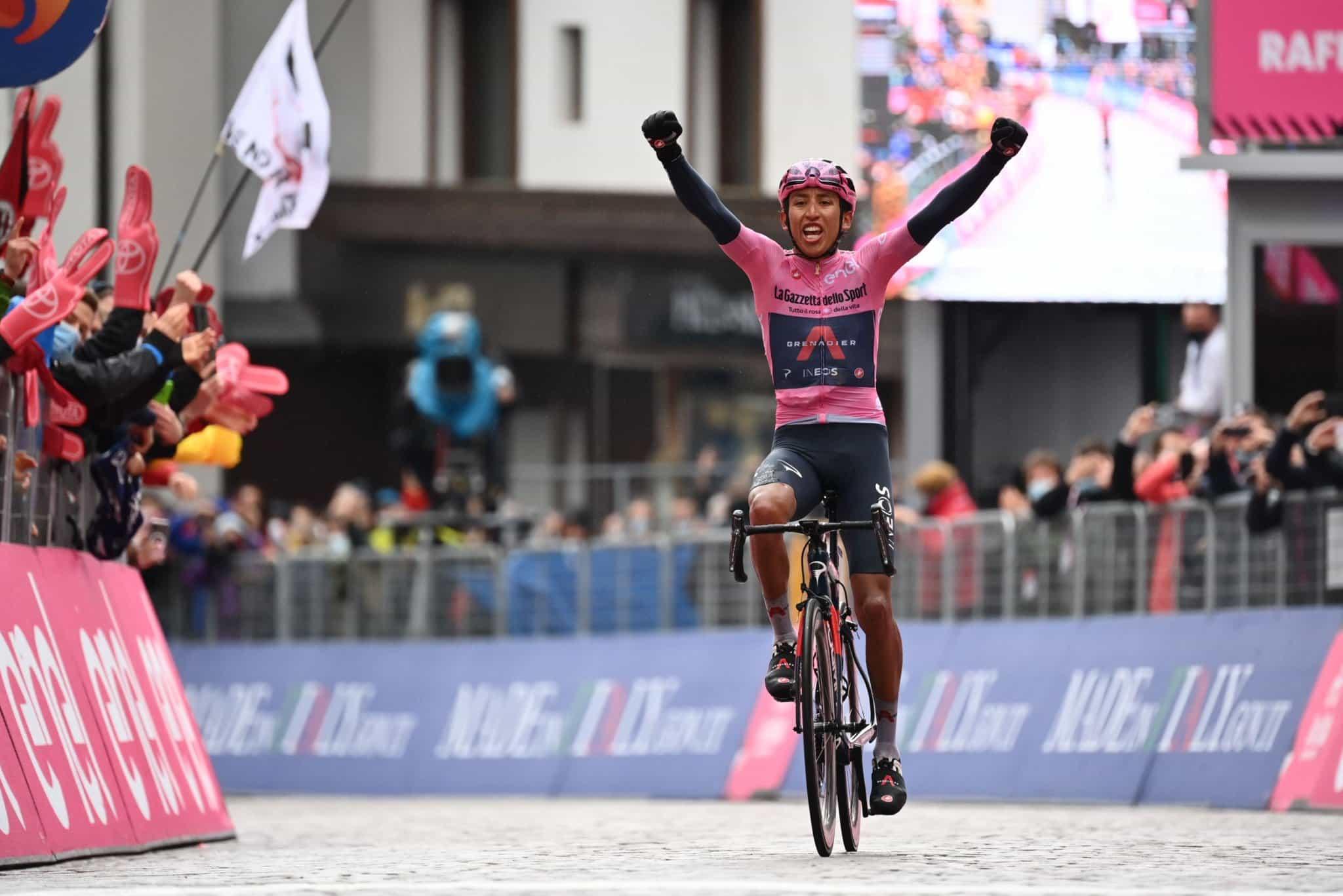 Egan Bernal ganó la etapa 16 del Giro de Italia, sigue como líder 1