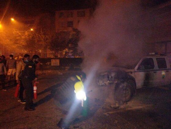 ¿Quiénes fueron los vándalos que quemaron la patrulla de la Secretaría de Tránsito de Duitama? 2