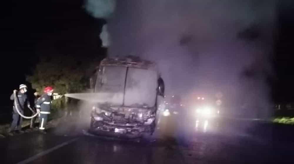 Un cortocircuito sería la causa del incendio de un bus de Concorde esta madrugada en Tibasosa 1