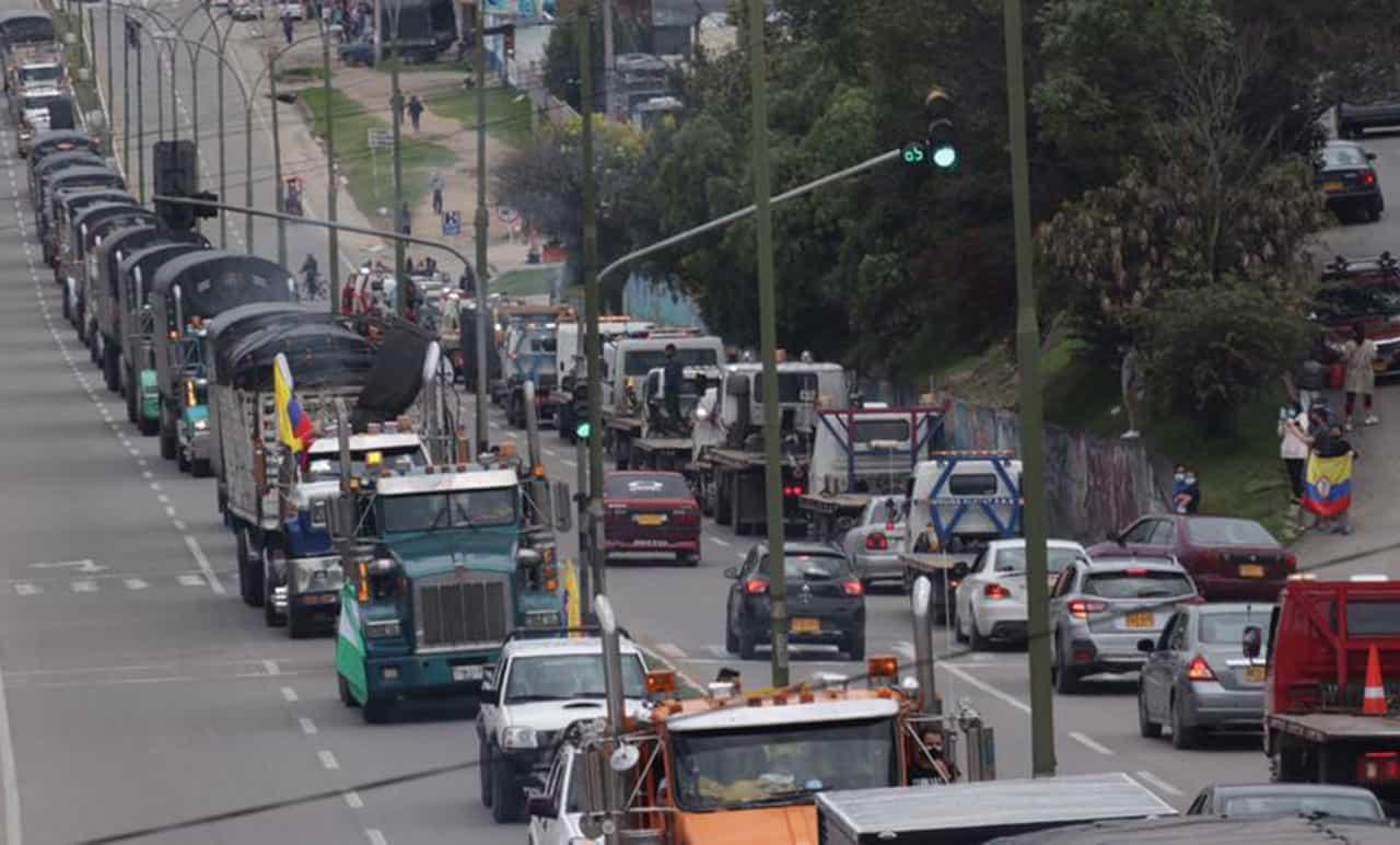 Camioneros advierten sobre la ley de sobretasa a los combustibles 1