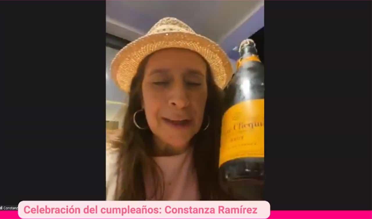 La botellita de champaña para la exalcaldesa #Tolditos7días 1