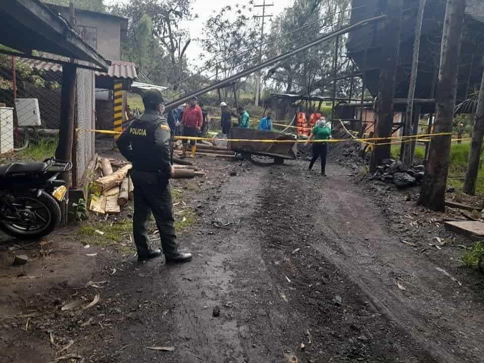 Al menos 11 trabajadores estarían atrapados en una mina de carbón en #Socha 1