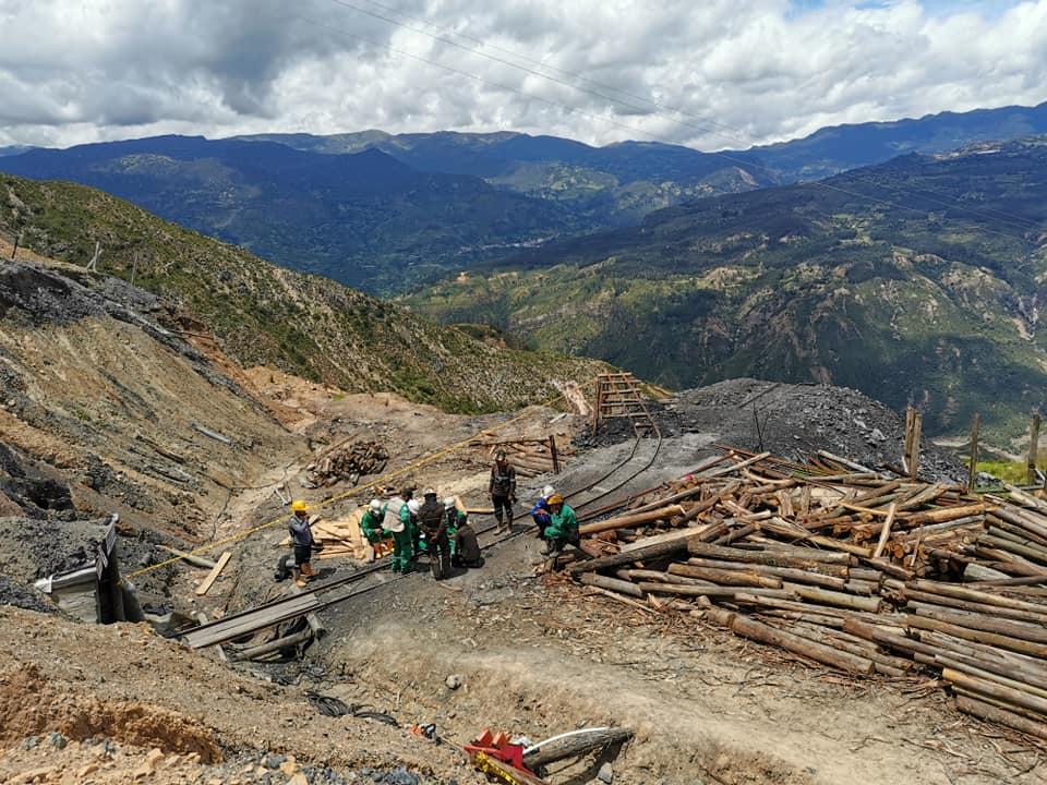 Continúan las labores para rescatar a dos trabajadores atrapados en una mina en Sativasur 2