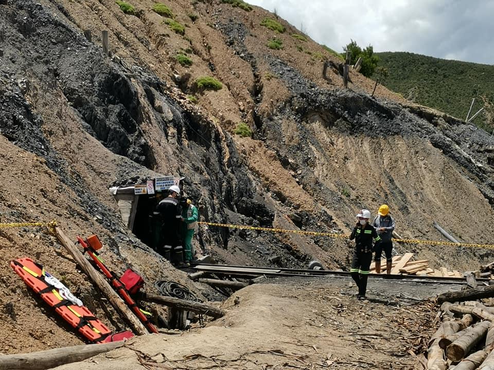 Continúan las labores para rescatar a dos trabajadores atrapados en una mina en Sativasur 1