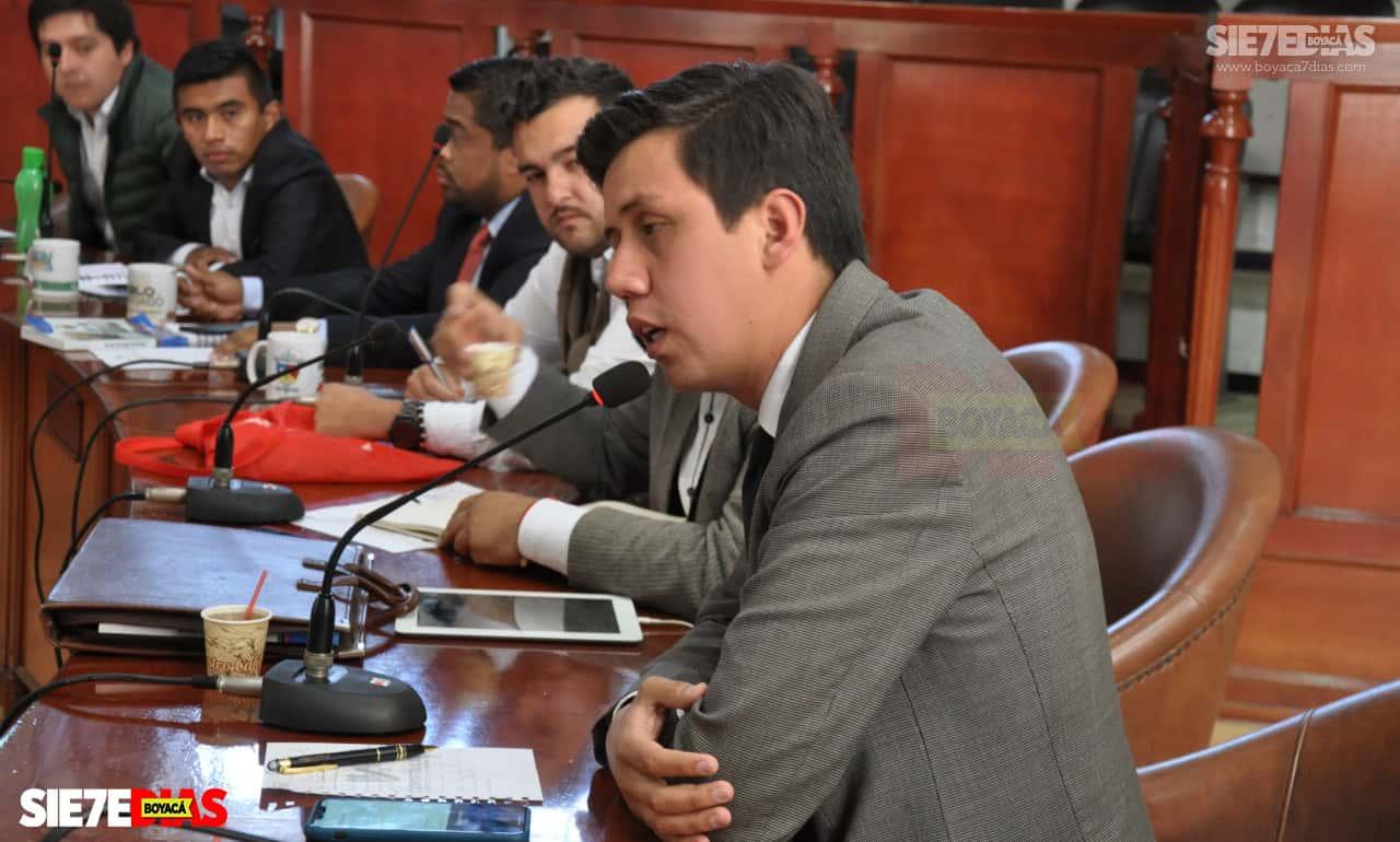 El abogado de 29 años, estuvo durante cuatro años y ocho meses como concejal de la llamada Ciudad Cívica, primero tras elegirse con 1090 votos para el periodo de cuatro años y luego tras ocupar el segundo lugar en la votación por la alcaldía.