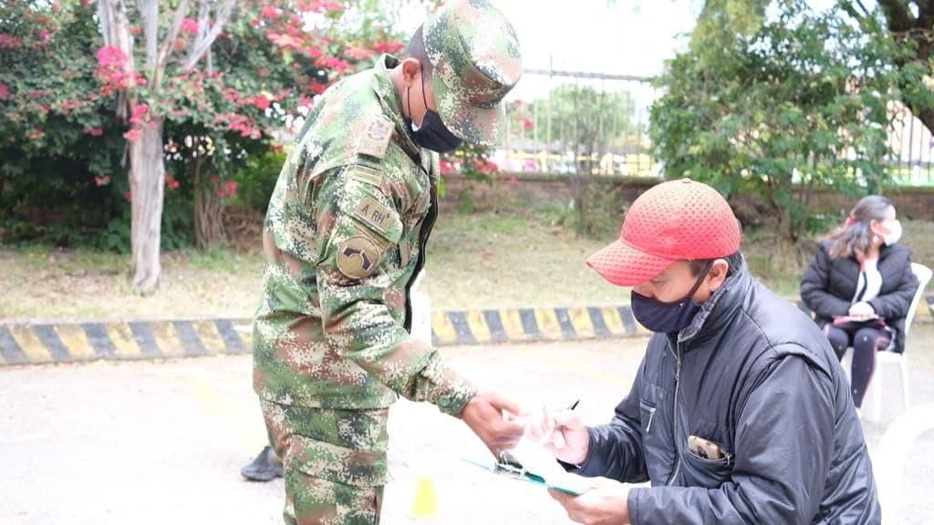 Con apoyo del Ejército y de los colegios, Sogamoso agiliza el proceso de vacunación contra el COVID-19 1