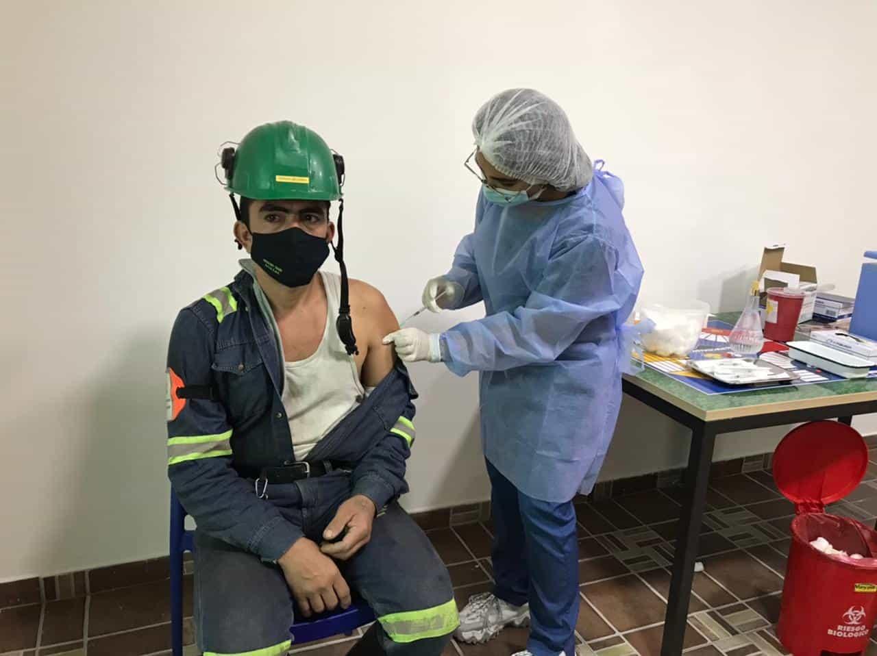 Vacunaron a los empleados de Gerdau Diaco en la planta de Tuta, Boyacá 1