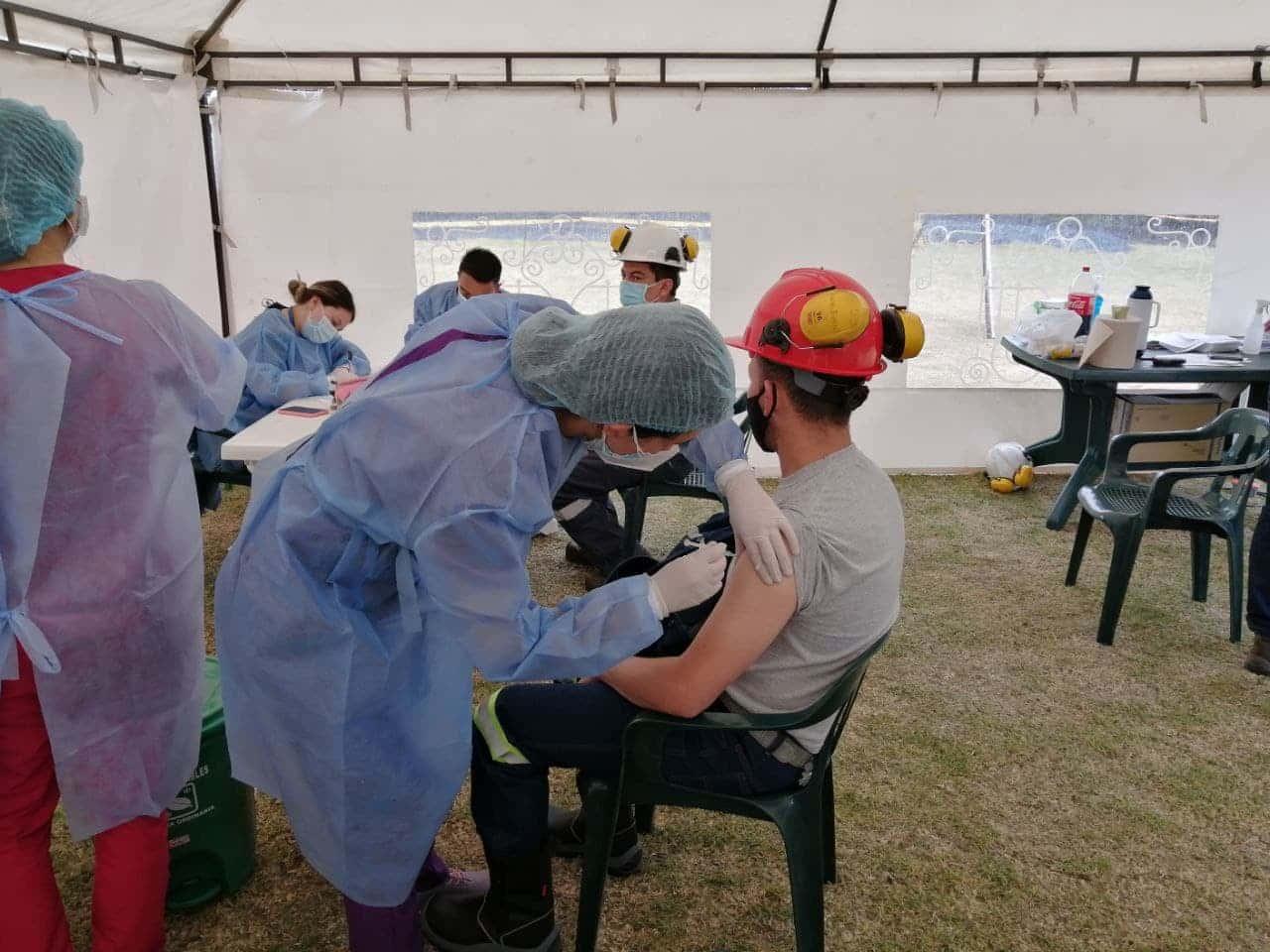 Grupo Siderúrgico Reyna vacuna a 430 de sus trabajadores contra el COVID-19