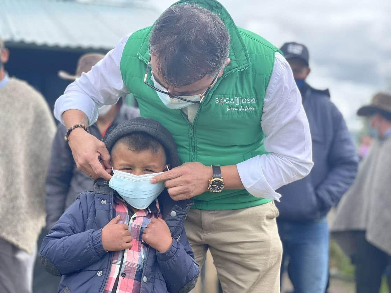 Alcalde de Sogamoso acude a los niños para que inviten a sus padres a vacunarse 1