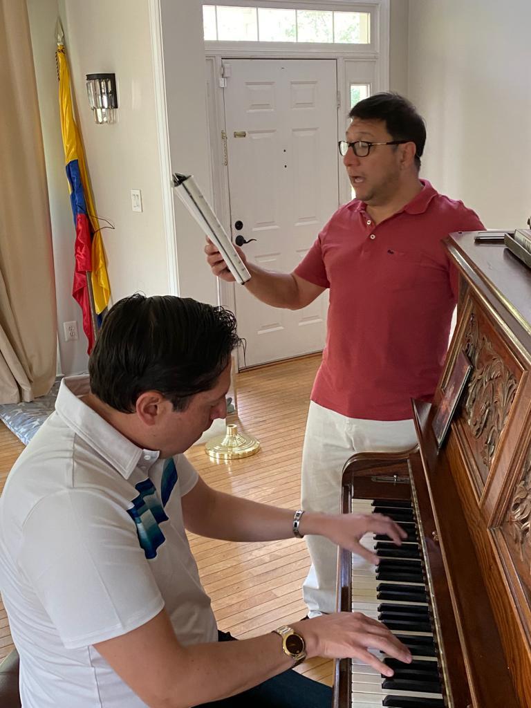 Hoy se conmemora el día de la independencia en los Estados Unidos con el tenor colombiano Mauricio Ortiz 2