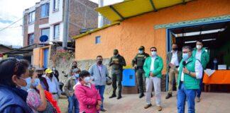 El alcalde de Sogamoso, Rigoberto Alfonso Pérez, se reunió con comunidades de Monquirá y acordó la ejecución de obras en el sector. Foto: Prensa Alcaldía de Sogamoso