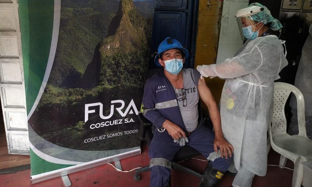 Fura Gems Coscuez inició jornada de vacunación contra el COVID-19 para sus trabajadores 1
