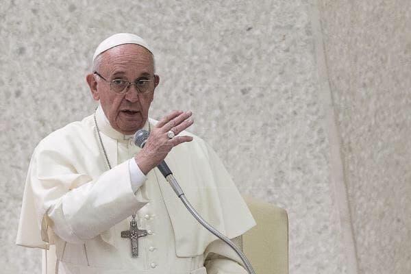 Con tres balas en un sobre amenazan de muerte al papa Francisco 1