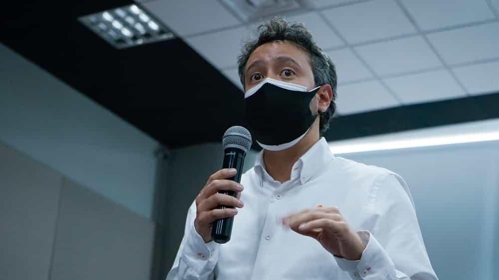 Hernán Darío Fuentes invita a los boyacenses a los talleres ocupacionales que se realizan desde la Agencia Pública de Empleo. Foto: Diego Peña/Prensa Sena Boyacá