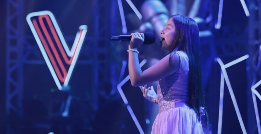 Julieth Valeria descrestó y encantó en la Voz Kids. Fotografía Archivo particular, página oficial Caracol T.V.