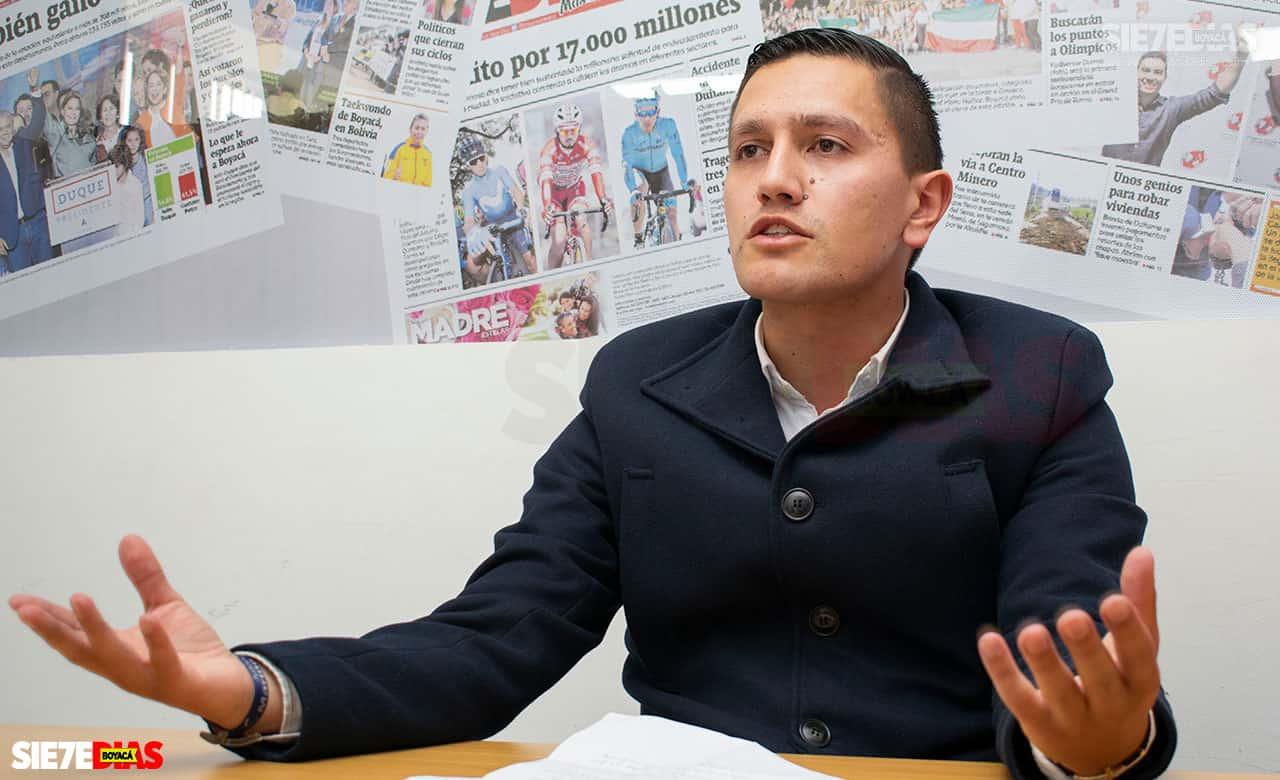 Julián Mariño anunció que seguirá en la política, porque tiene a una comunidad que ha creído en él precisamente en busca de una Tunja mejor. Foto: Archivo/Boyacá Sie7e Días.