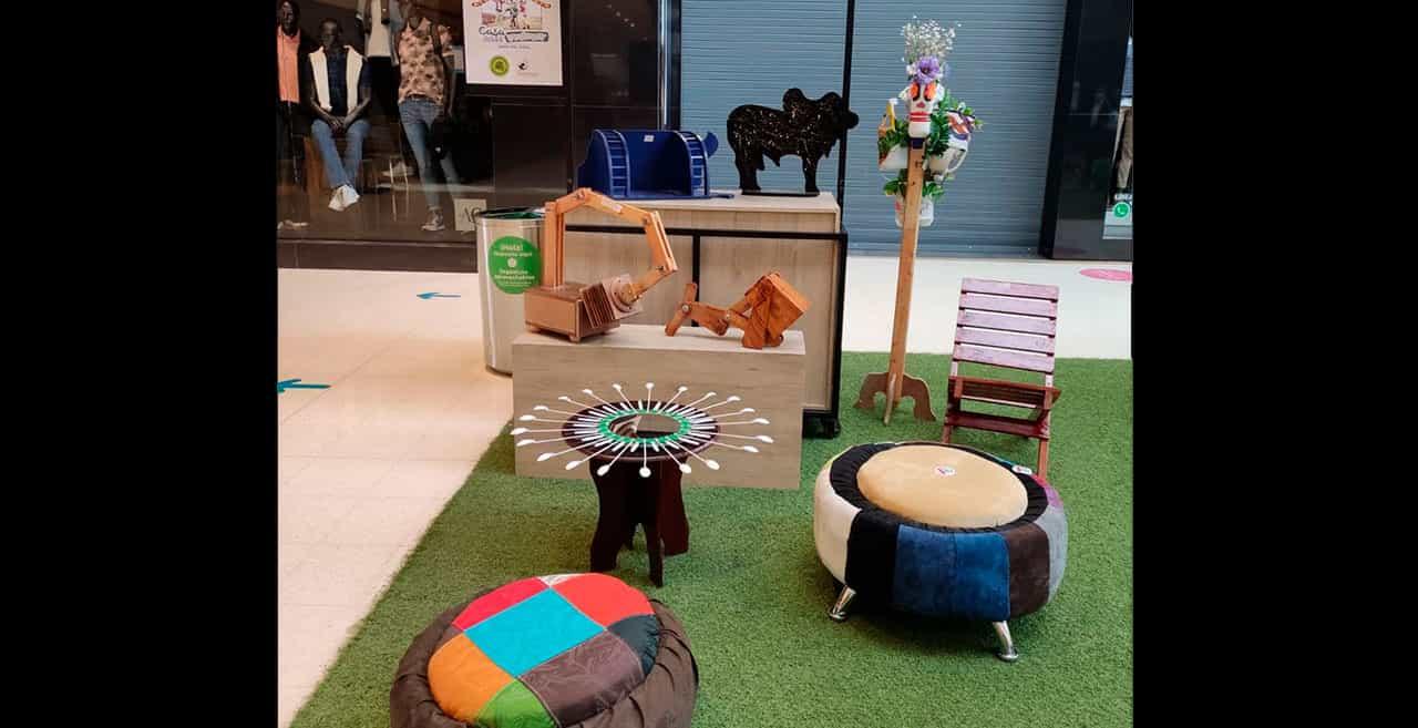 Creaciones de jóvenes de la Casa del Menor en el Centro Comercial Viva Tunja 1