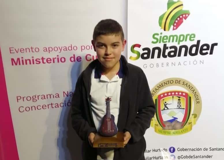 Daniel Andrés Tobar Rincón, estudiante de la Escuela de Música de Tunja, se alzó con el primer lugar el Festival Nacional de la Guabina y el Tiple en Vélez Santander. Fotografía Archivo particular.
