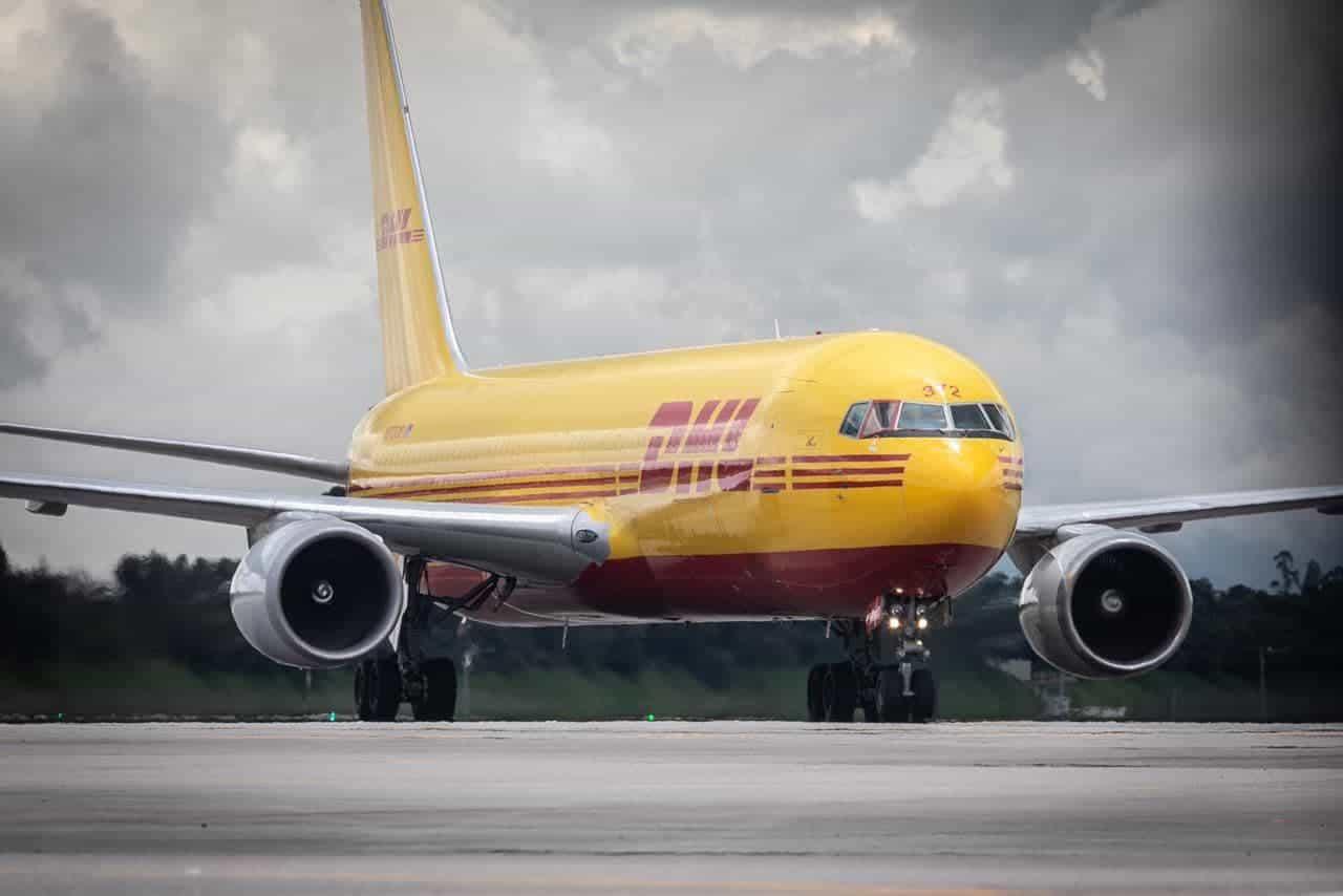 Las vacunas arribaron al Aeropuerto El Dorado de Bogotá en el vuelo ABX2245 de la compañía DHL, procedentes de Miami. Foto: Presidencia