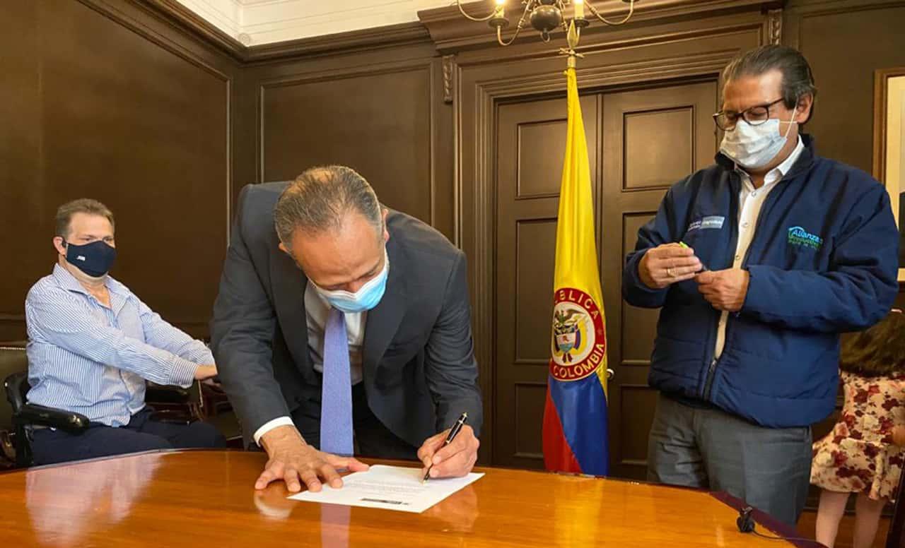 Omar Franco Torres durante su posesión como viceministro de desarrollo rural del ministerio de Agricultura. Foto: prensa Minagricultura.
