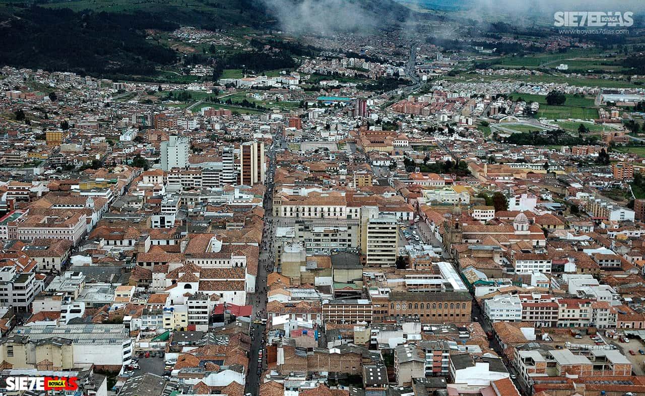 Entre 1953 y 1957 el tunjano Gustavo Rojas Pinilla fue presidente de la República y como oriundo de Tunja se preocupó por modernizar la ciudad.