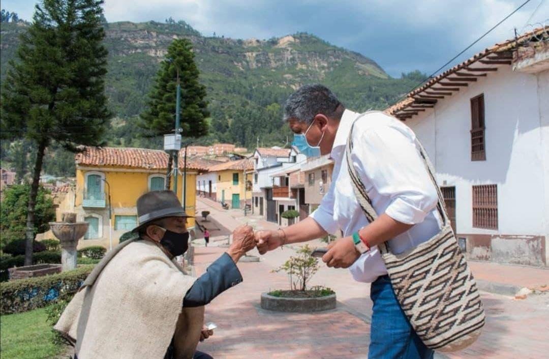 En su recorrido por los municipios de la provincia de Valderrama. Foto: archivo particular
