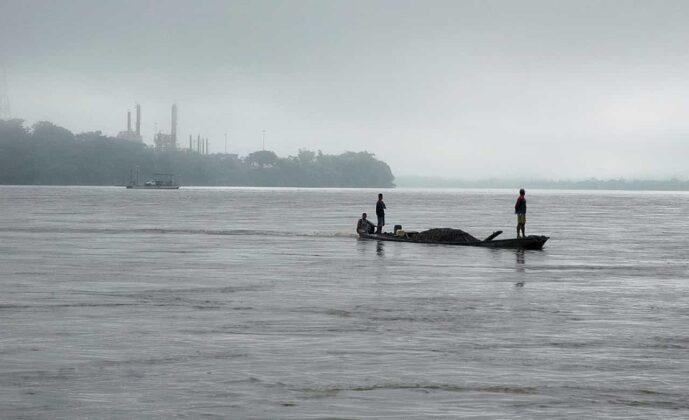 El río posee una cuenca de unos 250.000 km², la cual en su parte media (Magdalena Medio), donde se ubica Puerto Boyacá, es la gran reserva de hidrocarburos del país. Foto: cortesía Fermín Rivera Téllez