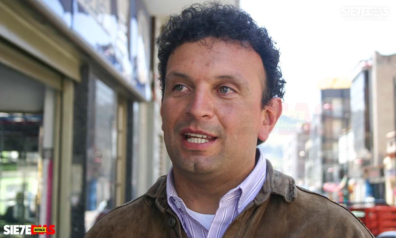 Alonso Rafael Gómez Castro, es el candidato a la alcaldía por el movimiento de Autoridades Indígenas de Colombia (Aico).