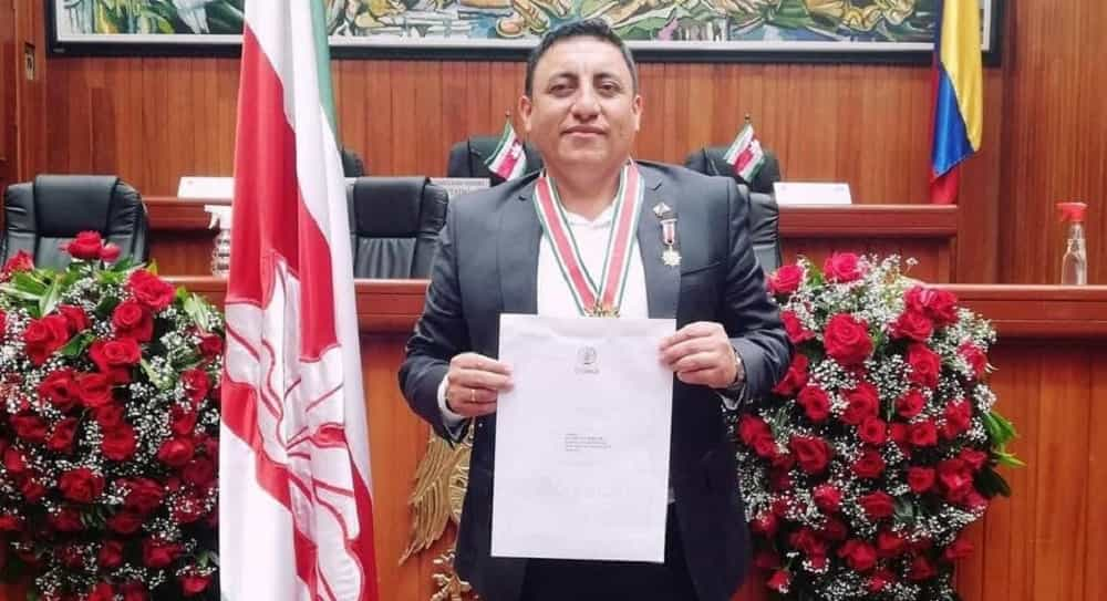 Doble condecoración para subdirector de la Red Terciaria y Férrea del Invías #Tolditos7días 1