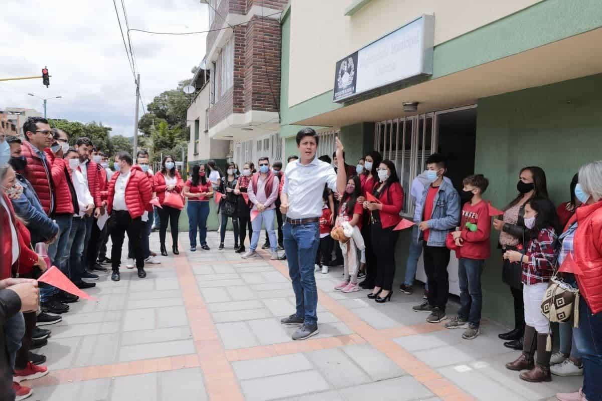 David Ortega acompañó a los jóvenes que se inscribieron al Consejo de Juventudes 1