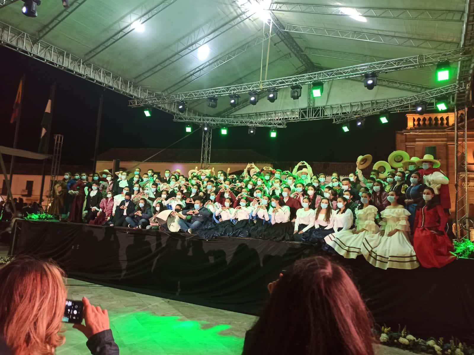 """Un colectivo de danzas bajo la dirección de la folclorista Sofia Fonseca, recreó las ensoñadoras """"Noches de Tunja"""". Fotografía Boyacá Sie7e Días."""