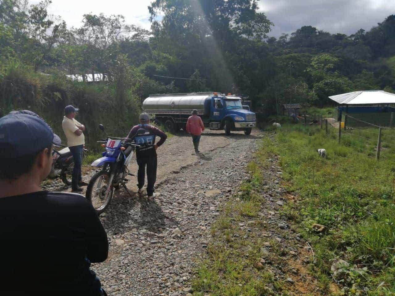 La vía entre Puente La Mesa-Horizontes Guamal, centro poblado en el que opera la empresa petrolera Nikoil Energy, en el municipio de San Luis de Gaceno, fue bloqueada para exigir el arreglo. Foto: archivo particular